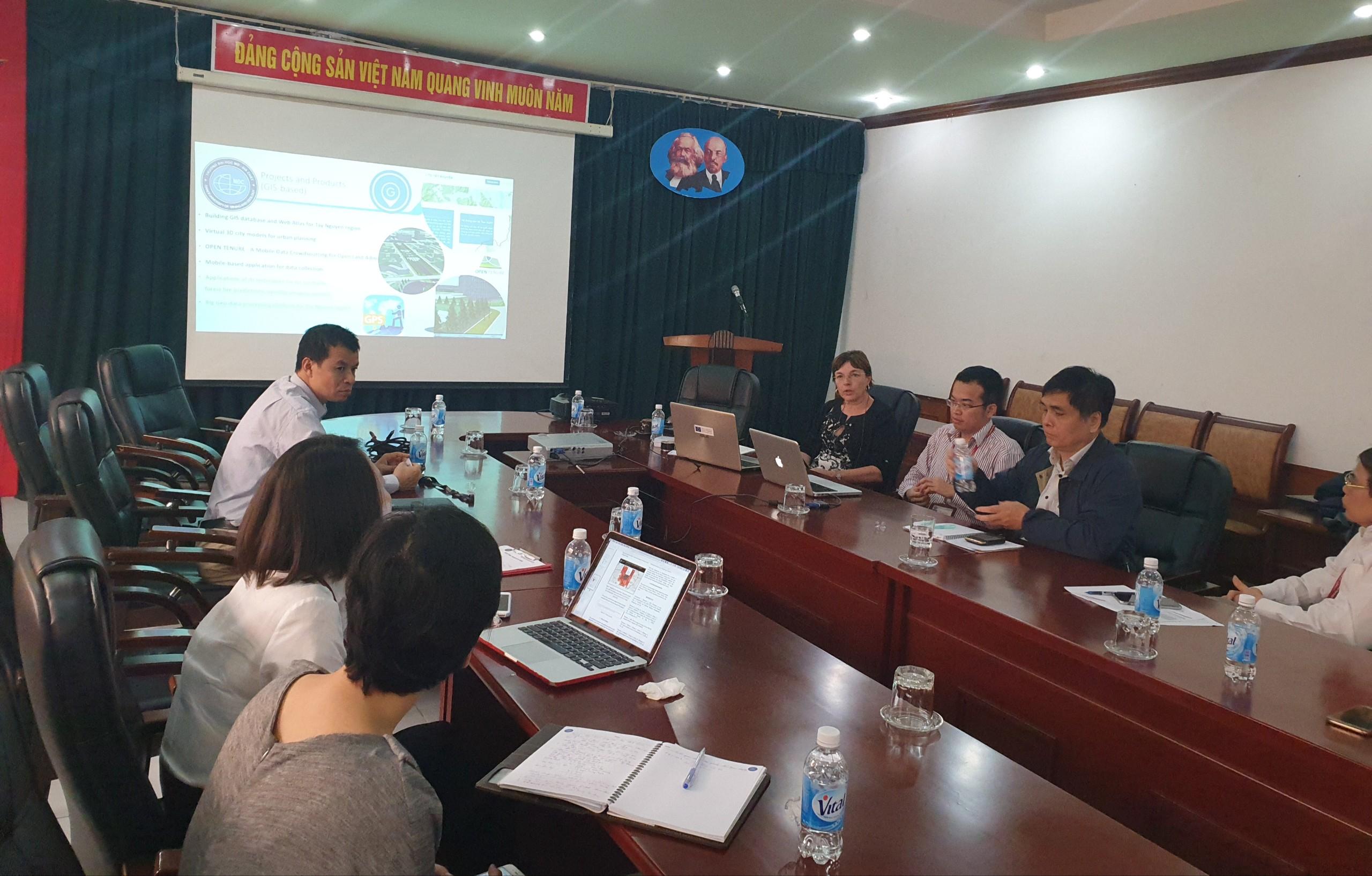 Hội thảo hợp tác về đào tạo và nghiên cứu khoa học trong lĩnh vực Địa tin học với ĐH Bách khoa Milan