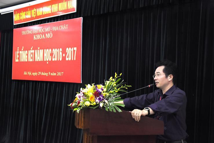 Khoa Mỏ tổ chức Lễ tổng kết năm học 2016 - 2017